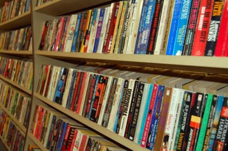 News - Przepis na bestseller? Długie książki w długich seriach!