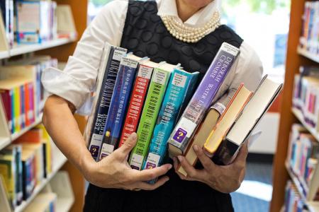 News - Nauczyciel zarobił 204 tysiące sprzedając książki