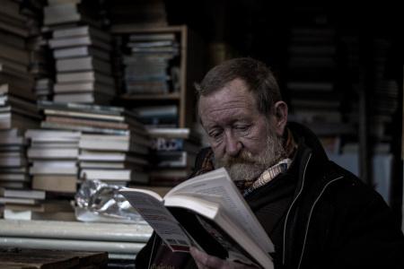 News - Mężczyzna może stracić mieszkanie bo… ma za dużo książek. Czytelników czeka eksmisja?