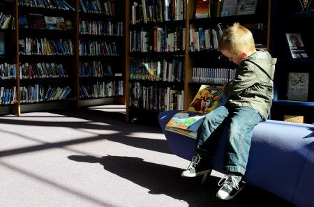 News - 12-latek przekazał 1000 książek na cele charytatywne