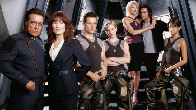 Publicystyka - Battlestar Galactica. Wymagający intelektualnie film, który jest jednocześnie pierwszym odcinkiem serialu
