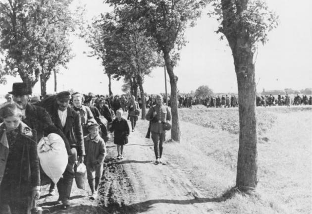 Publicystyka - Bohaterowie czy zdrajcy? Sceny z życia polskich elit pod okupacją