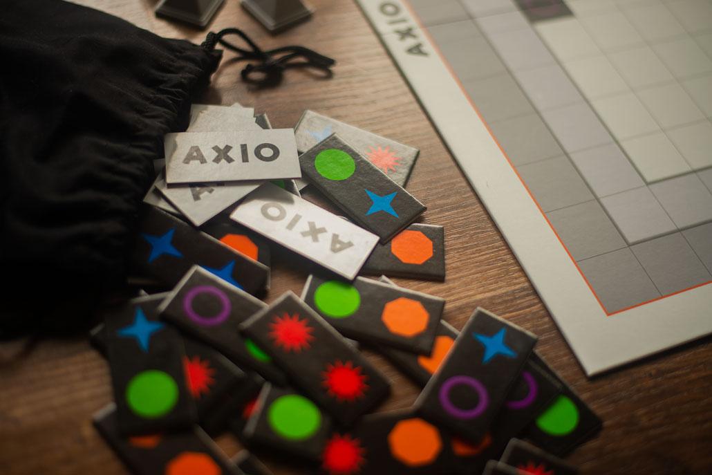 """Publicystyka - Domino na sterydach. Recenzja gry """"Axio"""""""
