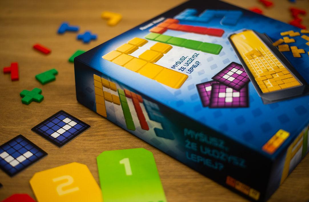 """Publicystyka - Analogowy Tetris. Recenzja gry """"Fits"""