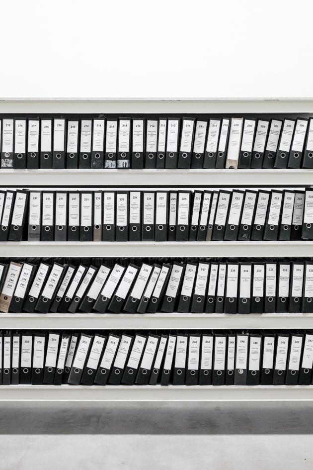 Okładka publicystyki dla Kupa problemów, czyli o współczesnych absurdach biurokratyczno-państwowych z kategorii Brak kategorii