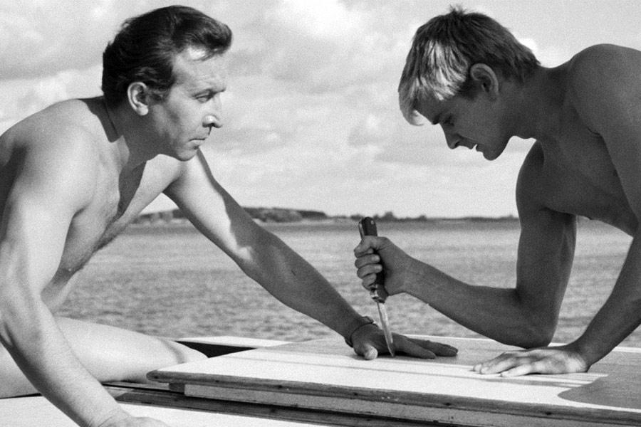 """Okładka -  Jak jest dwóch na pokładzie to jeden jest kapitanem. Recenzja filmu """"Nóż w wodzie"""" w reżyserii Romana Polańskiego"""