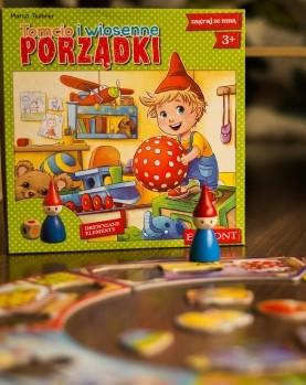 """Okładka - Recenzja gry """"Tomcio i wiosenne porządki"""". Pierwsza planszówka Twojego dziecka"""